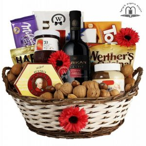 Classic Passover Gift Basket in Israel